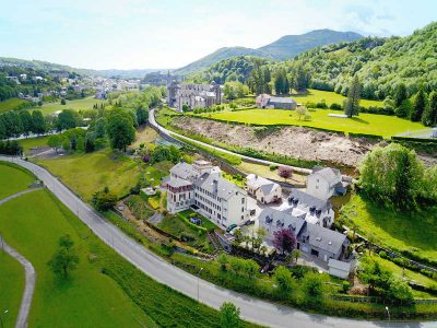 La photographie aérienne du Petit Couvent a Lourdes